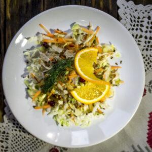 Салат из сезонных овощей с медово-горчичным соусом