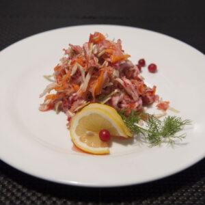 Салат из репы с клюквой и медом